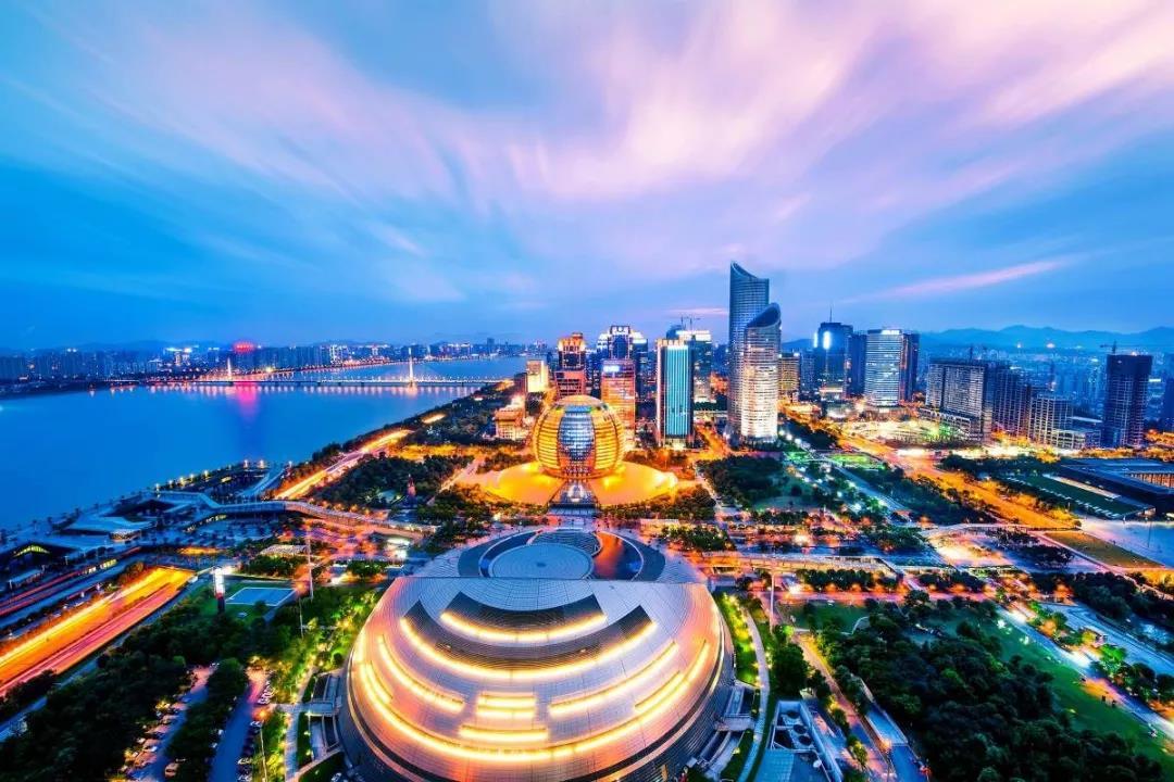 位于钱江新城,前阵子首开参与摇号的滨江保利翡翠海岸,信达滨江壹